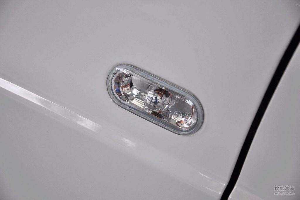 2010款大众桑塔纳志俊1.8l手动实尚型   侧转向灯