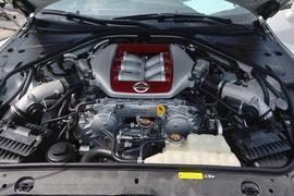 2015款日产GT-R 3.8T动感酷黑内饰版