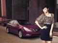 豹纹熟女车模演绎时尚大片