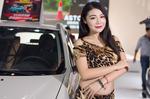 豹纹女郎身材丰满性感妖娆 车展迷倒众人