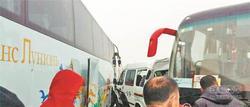 多起车祸堵了哈牡高速 大量乘客滞留路上