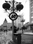 阜新:这是啥艺术!交通标志遭无厘头涂鸦