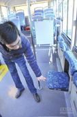 """穿梭闹市间 苏州今年添了96辆""""微公交"""""""