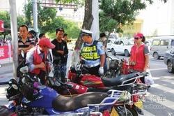 交警开展交通安全检查3小时查处15辆摩托