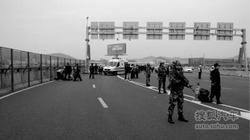 深圳宝安机场高架桥奔驰车失控 9死23伤