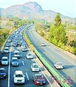 高速免费今天零时结束 车流挤爆入粤高速