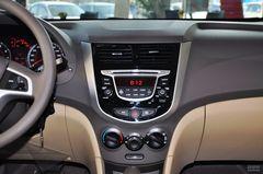 现代瑞纳两厢1.4L 自动 豪华型中控台图片
