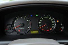 现代伊兰特三厢1.6L 手动 舒适天窗型仪表板图片