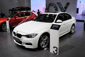 宝马320i M时尚型正式上市 售37.65万元