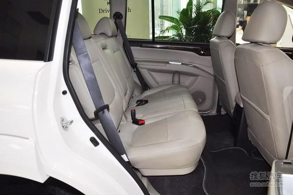 内饰方面,帕杰罗劲畅的内饰也开始向轿车的舒适性方向靠拢,高清图片