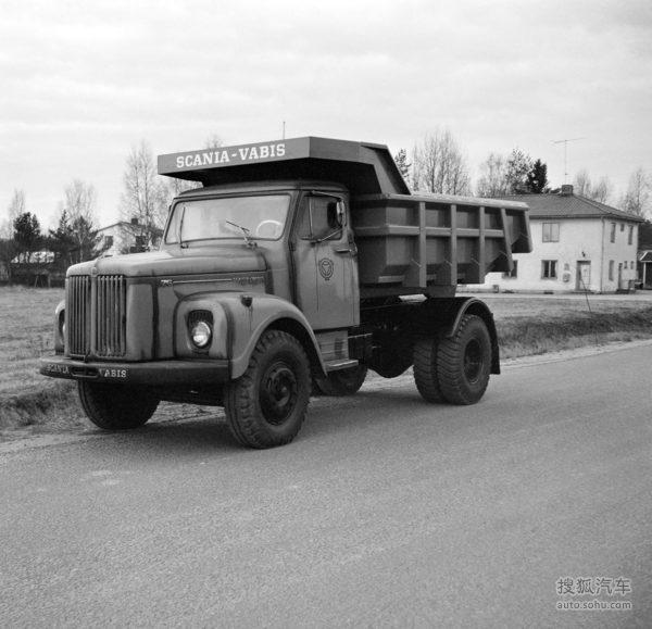 200辆斯堪尼亚L110-4x2自卸卡车中的部分车辆于1970年抵达坦桑尼亚(为方便海运进行了防锈保护)