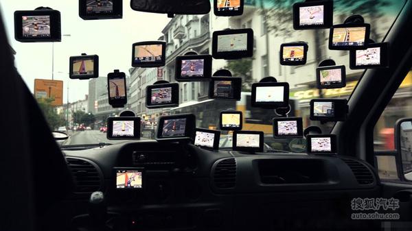 国外牛人车内挂满GPS导航 眼花缭乱