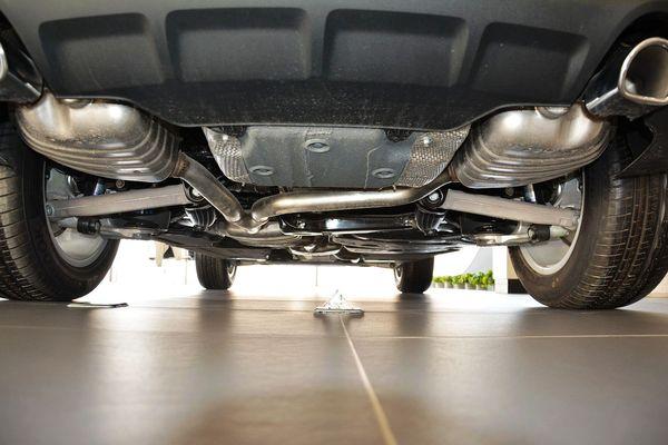 动力方面,2016款奥迪Q5仍然搭载2.0T发动机(三代EA888)最大功率224马力,峰值扭矩350牛·米。传动方面,与发动机匹配的将是8速手自一体变速箱,此外新款奥迪Q5还全系标配quattro四驱系统。