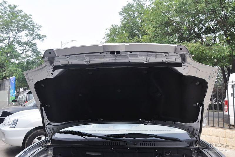 华泰华泰汽车圣达菲2012款华泰圣达菲2.0l手动两驱舒适型高清图片