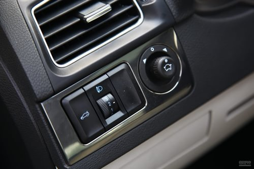 开关,前大灯调节,反光镜调节按钮