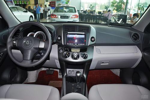 2011款丰田RAV4 2.4AT豪华升级版到店实拍