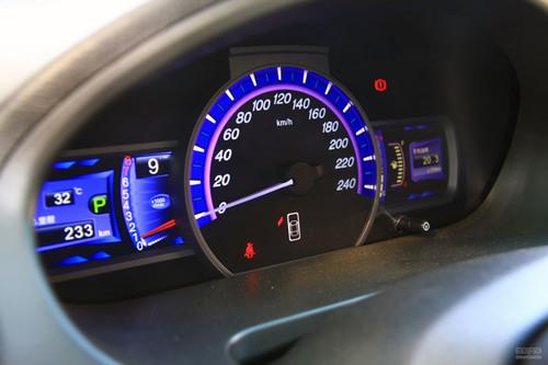 定速巡航,电子导航,7英寸触摸显示屏,彩色显距倒车影像,移动数字电视