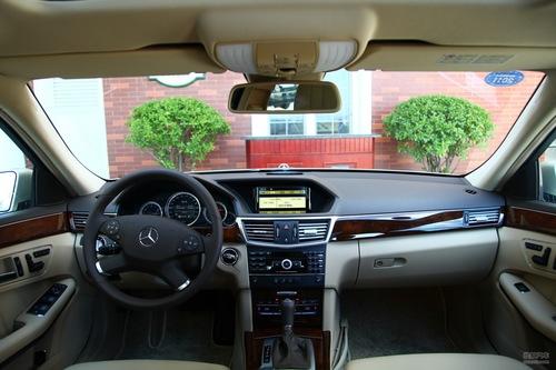 2010款奔驰E级长轴版试驾实拍