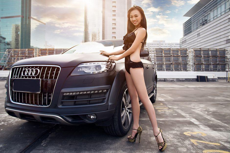 翘臀美女大秀性感身材短裙遮不住的美腿诱惑