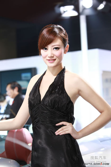 2010凯美瑞_【2010广州车展最靓丽的车模精选(687126)】_美女车模图_搜狐汽车
