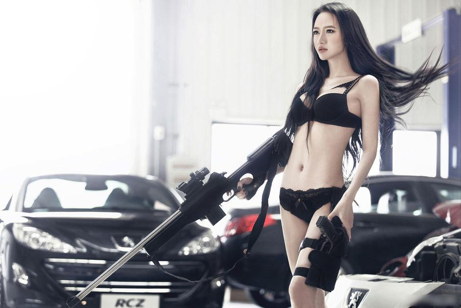 特工 长发美胸诱惑不能抵挡 美女车