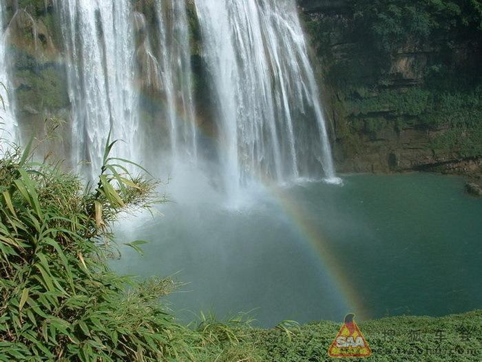 贵州安庆,行走在山间盆地.黄果树风景名胜区位于贵州省安顺