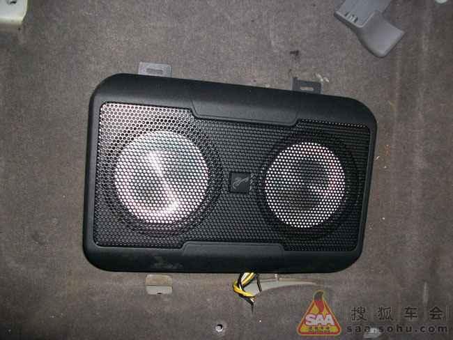 搜狐车迷联合会  双6寸低音v6车用有源超薄低音炮,给人耳目一新的时尚