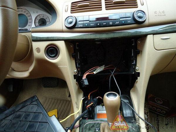 摩登时代:奔驰e280原车屏升级导航,倒车影像