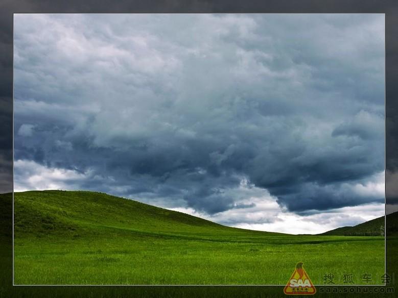 牛羊点缀其上宛如黑白相间的围棋棋子,我领着你随便走到草原上的任何