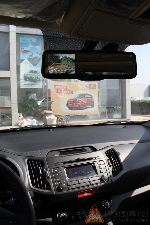 倒车影像显示系统集成在了后视镜上