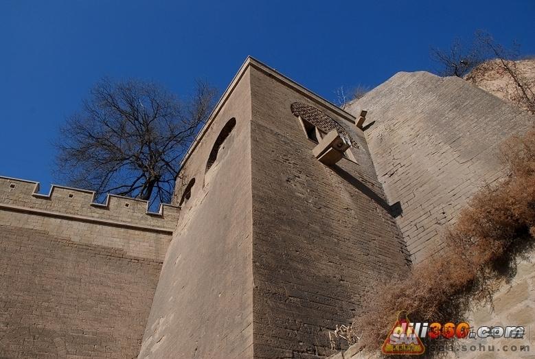 穿寨门过涵洞即到达下院管家院,其建筑为三孔石窑,坐西北向东南,两厢图片